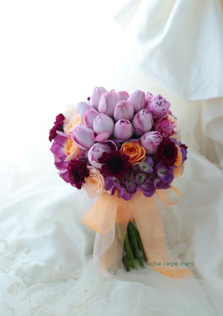 クラッチブーケ ホテル椿山荘東京様へ オレンジのふわふわドレスに_a0042928_1112724.jpg