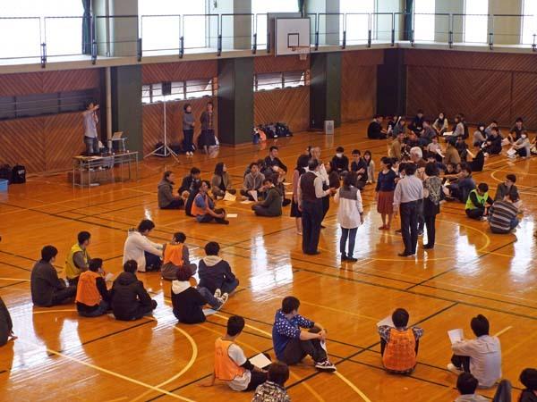 筑波学院大学の新入生がスクエアダンス体験_b0337729_07234324.jpg