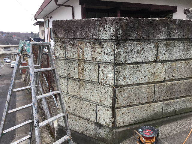 倒壊の危険・・大谷石石塀の撤去処分_f0031037_18513315.jpg