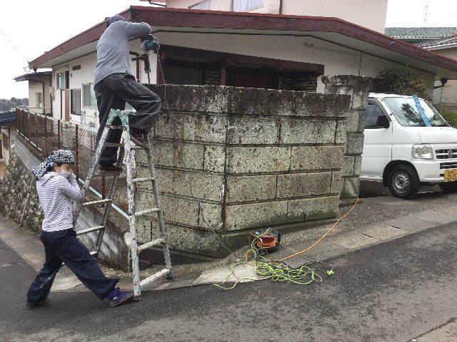 倒壊の危険・・大谷石石塀の撤去処分_f0031037_18513475.jpg