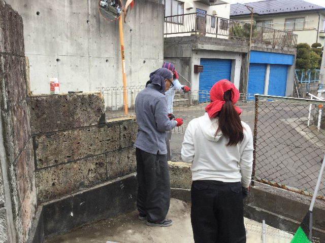 倒壊の危険・・大谷石石塀の撤去処分_f0031037_18572354.jpg