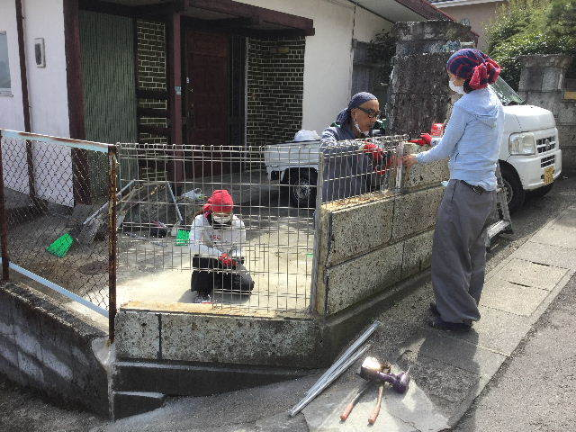 倒壊の危険・・大谷石石塀の撤去処分_f0031037_18572362.jpg