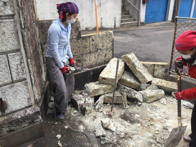 倒壊の危険・・大谷石石塀の撤去処分_f0031037_18572368.jpg