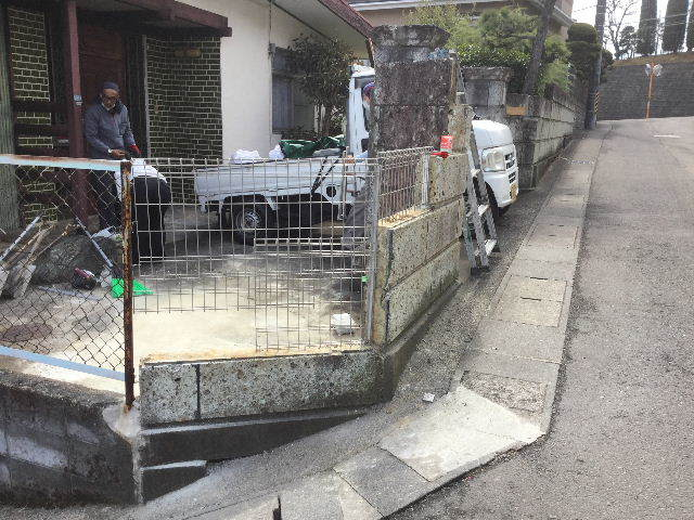 倒壊の危険・・大谷石石塀の撤去処分_f0031037_18572422.jpg