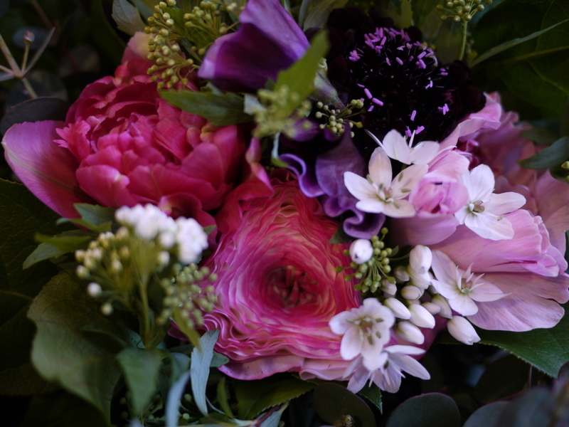 退職される女性へ。「紫色を使って、上品な感じ」。真駒内にお届け。2017/03/30。_b0171193_00473511.jpg