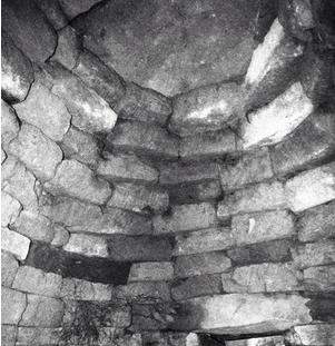 241神籠石と古墳の石組みの技術_a0237545_23161316.png