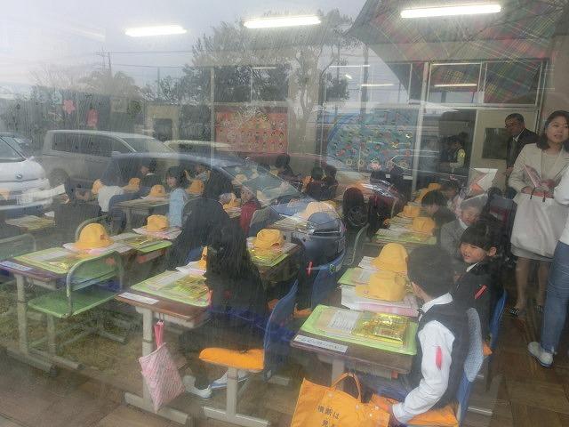 少し残念! 雨の中、サクラも咲いていない中で今泉小、吉原二中の入学式_f0141310_07235596.jpg