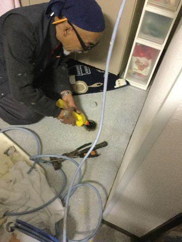 緊急作業  水漏れ スネークカメラで確認です。_f0031037_21175668.jpg