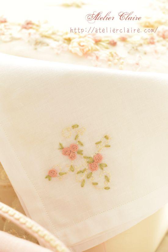 ローズガーランドのリボン刺繍で彩る小物ケース_a0157409_10025259.jpg