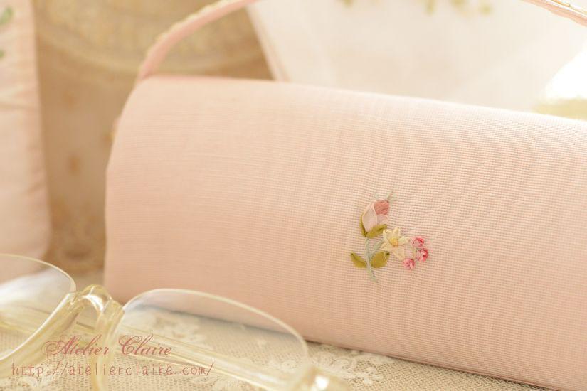 ローズガーランドのリボン刺繍で彩る小物ケース_a0157409_10035925.jpg