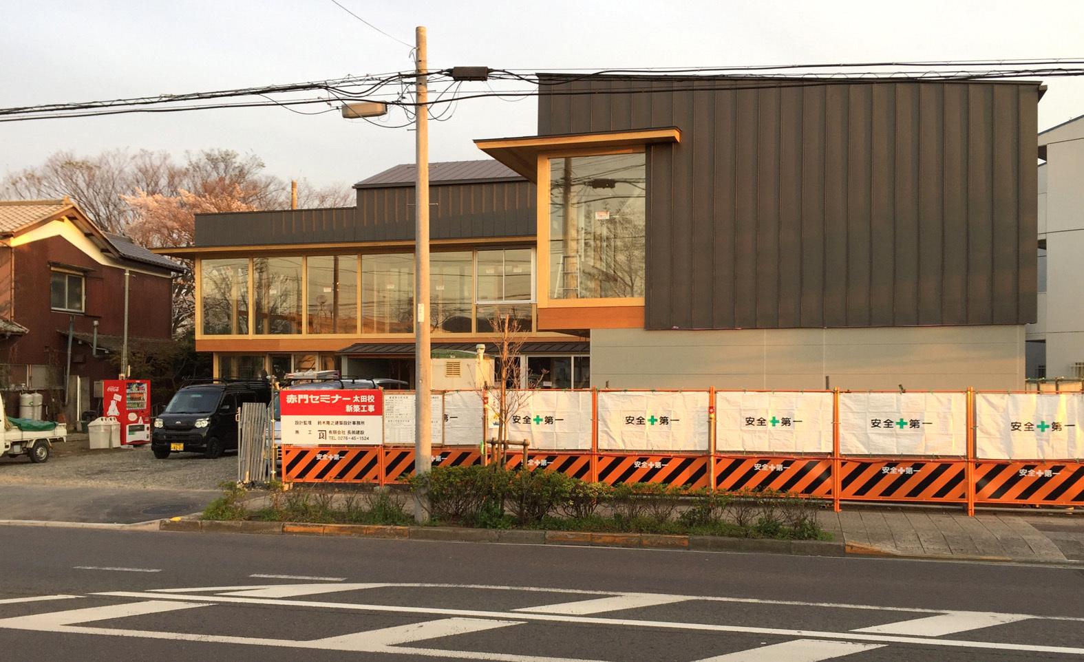 赤門セミナー太田校 外観 足場外れました_e0127948_00391043.jpg
