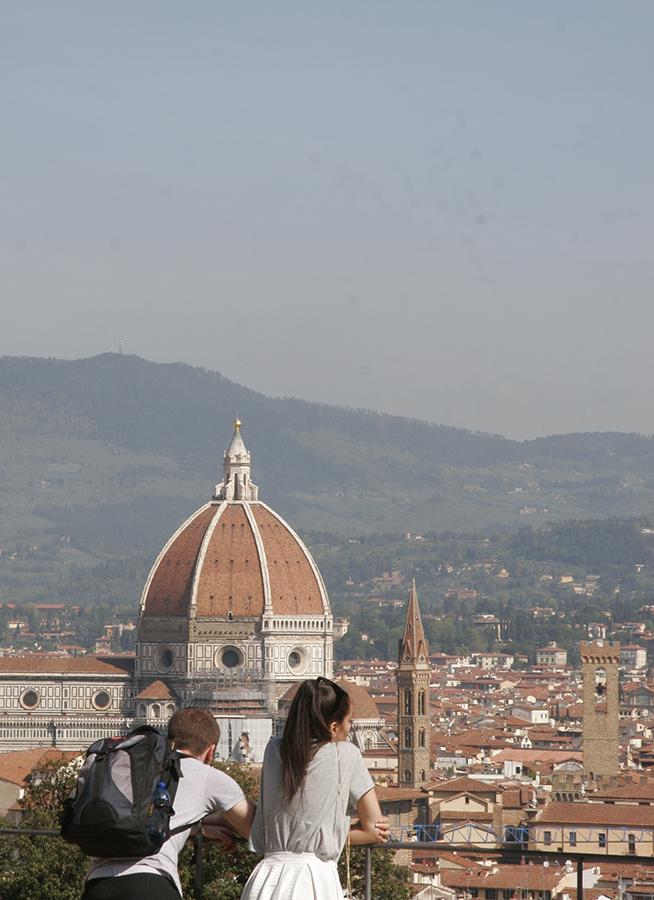 フィレンツェは藤が見頃です_f0106597_06213145.jpg