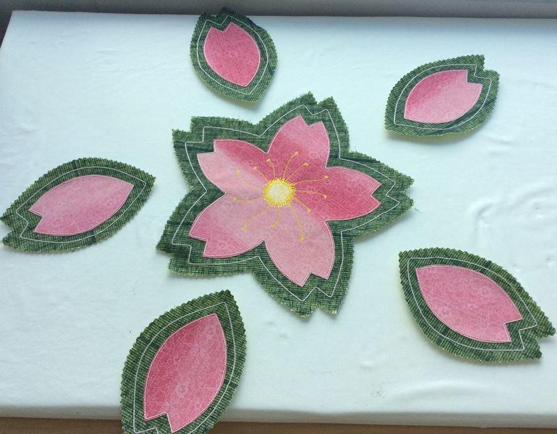 楽しいミシンキルト「桜のランチョンマットとコースター」_c0357605_17114530.jpg