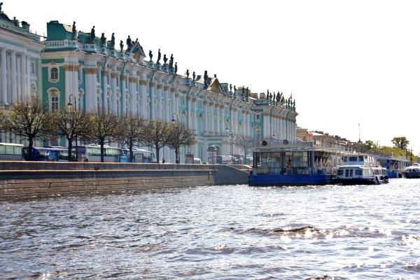 美しい美宮殿装飾と世界屈指の近代絵画・現代絵画のコレクション_a0113718_06423981.jpg