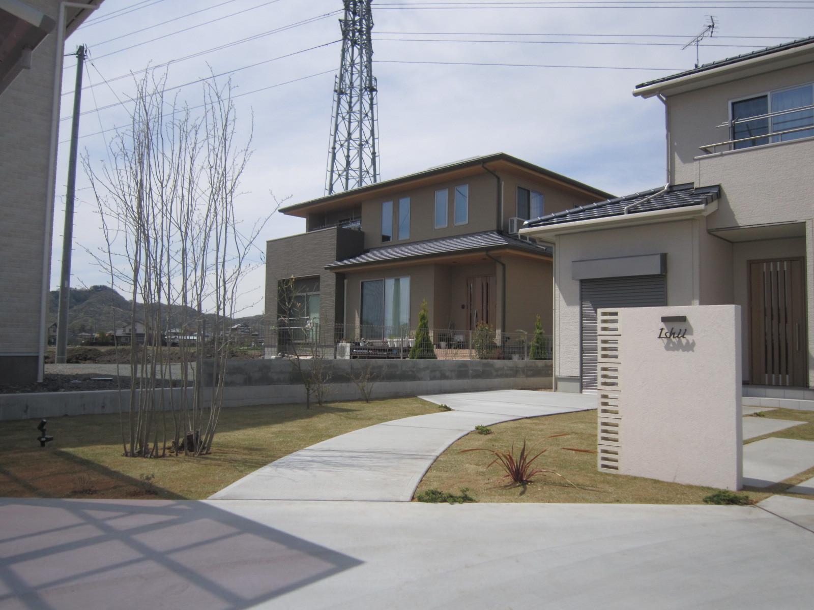 太田市エクステリア工事 I 邸 芝と植物が入り完成しました(*\'▽\')_e0361918_17152148.jpg