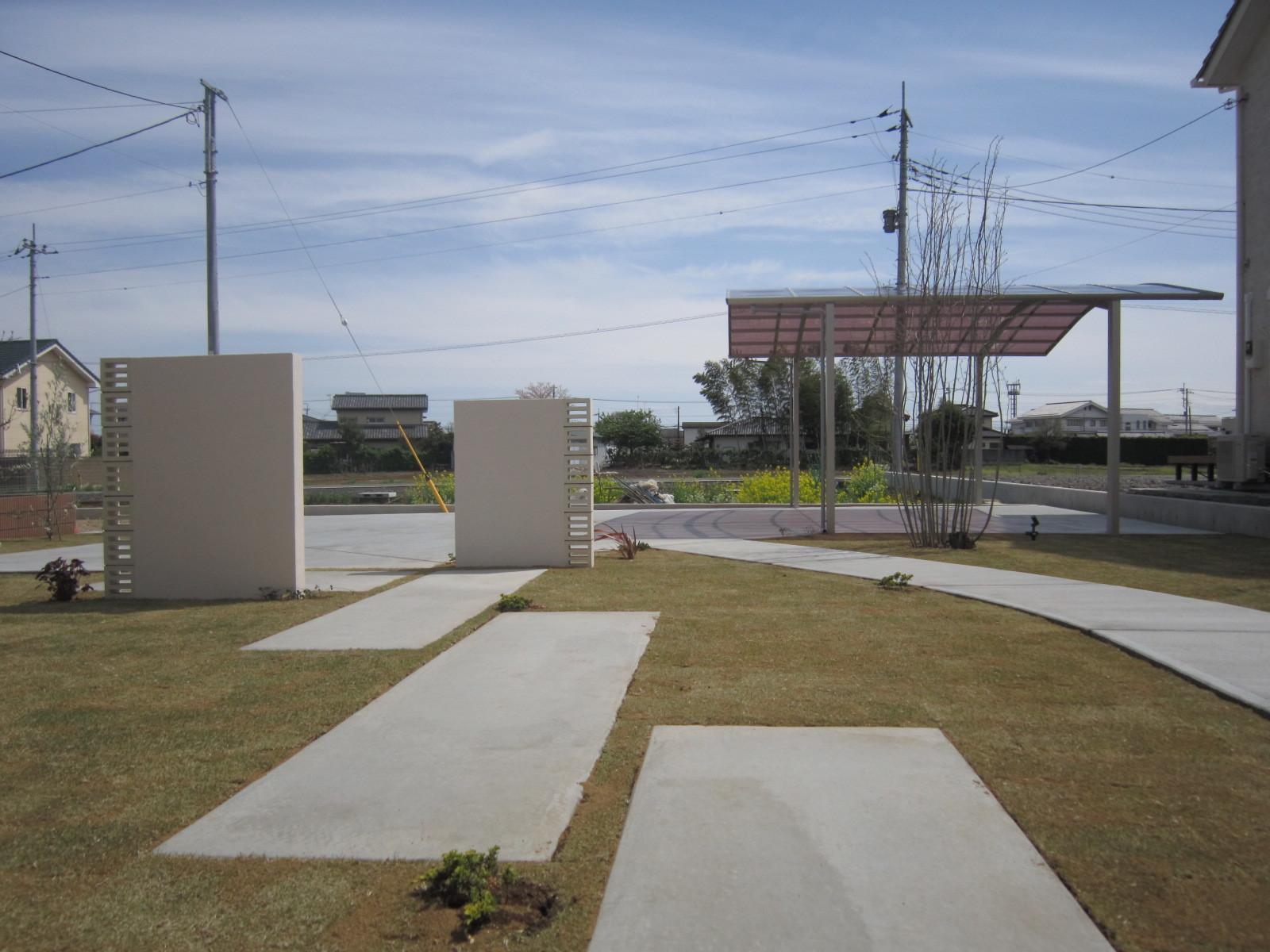 太田市エクステリア工事 I 邸 芝と植物が入り完成しました(*\'▽\')_e0361918_17160238.jpg