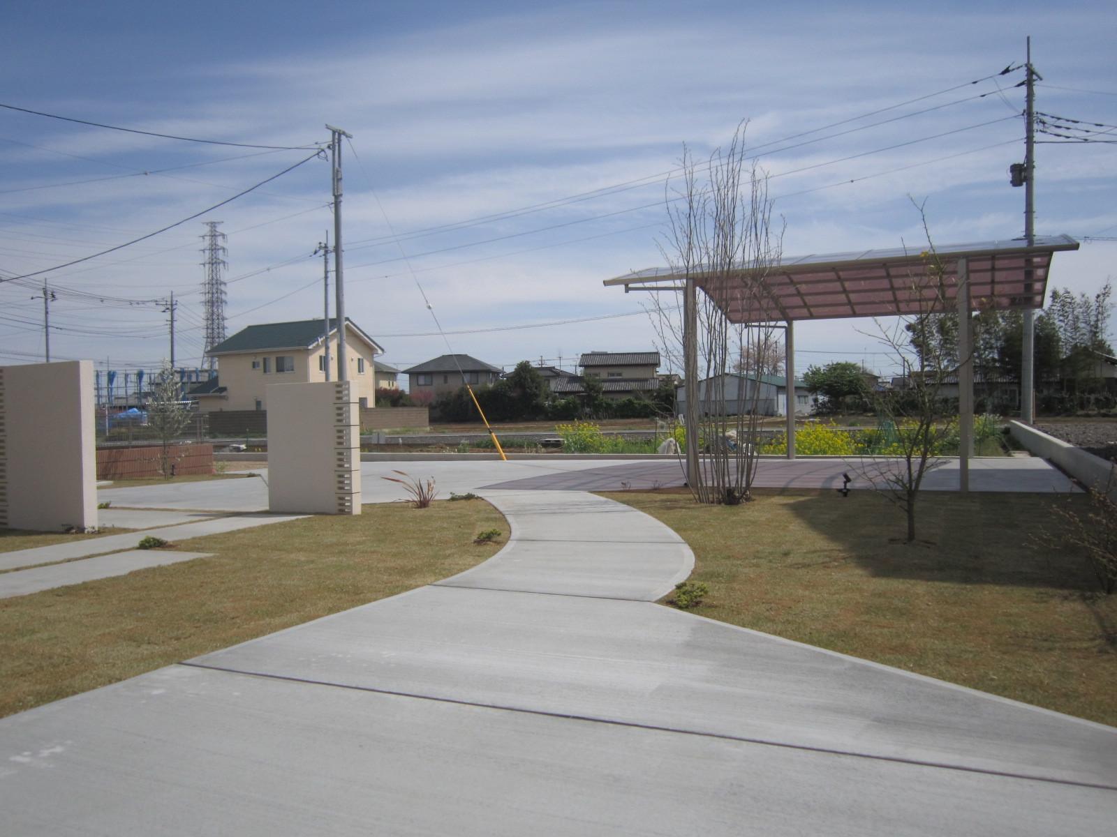 太田市エクステリア工事 I 邸 芝と植物が入り完成しました(*\'▽\')_e0361918_17162930.jpg