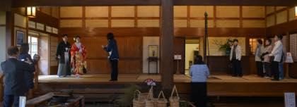 石谷家での撮影が始まる頃には日射しも出てきて...._b0194185_2243776.jpg