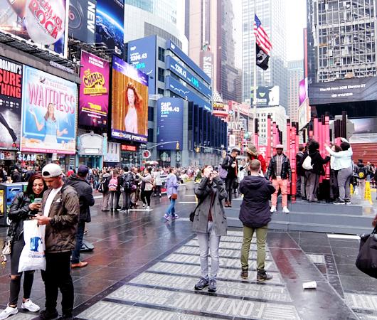 NYのタイムズ・スクエアの愛をテーマにしたアート作品まとめ_b0007805_1264028.jpg