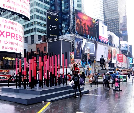 NYのタイムズ・スクエアの愛をテーマにしたアート作品まとめ_b0007805_1373486.jpg