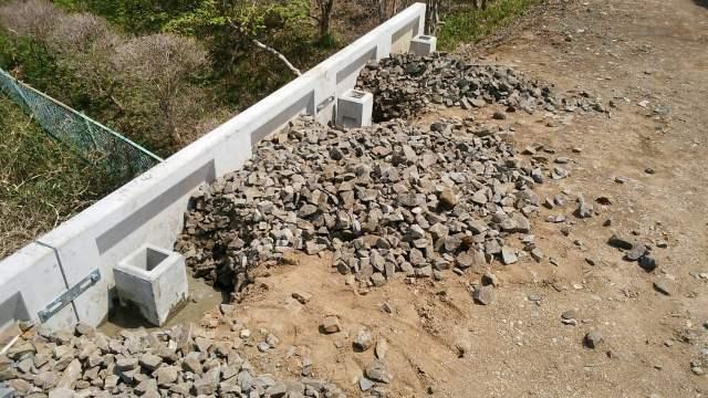 4/15 フェンス工事(高さだし・基礎石掘削・モルタル打設・フェンス設置)_c0313938_16452932.jpg