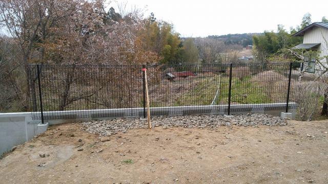 4/15 フェンス工事(高さだし・基礎石掘削・モルタル打設・フェンス設置)_c0313938_16453480.jpg