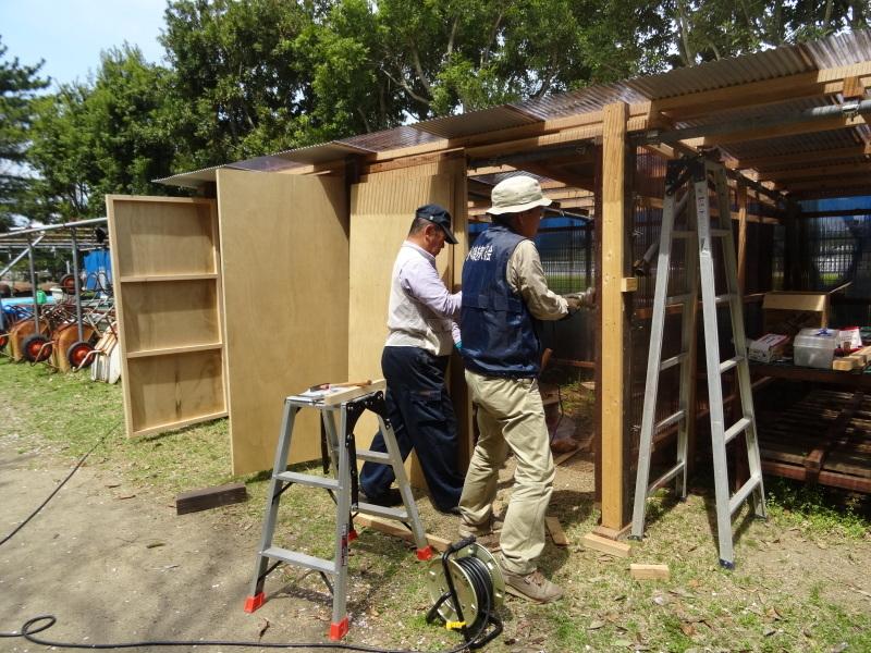 作業小屋作りは完成間近・・・うみべの森_c0108460_20322938.jpg