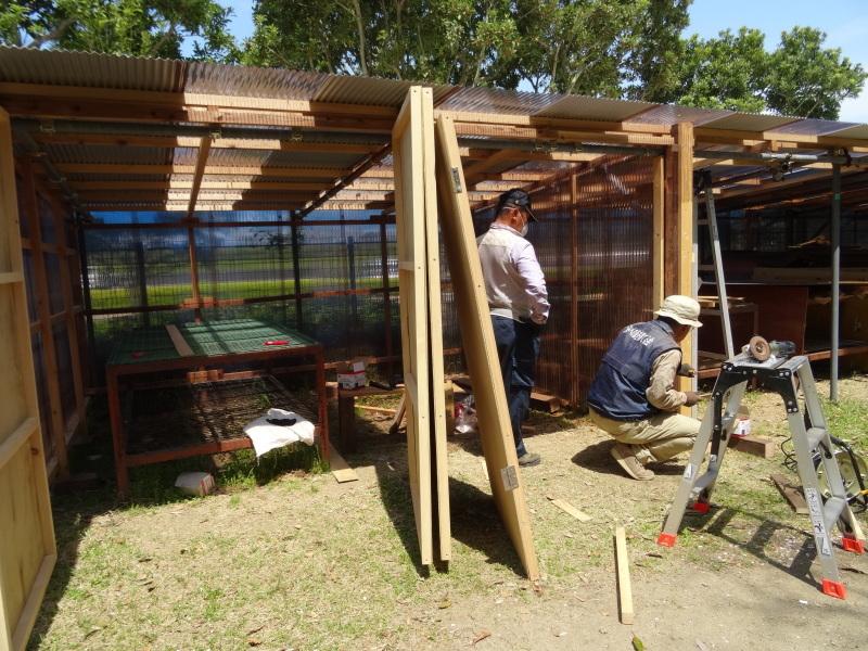 作業小屋作りは完成間近・・・うみべの森_c0108460_20323286.jpg