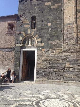 ヴェルナッツァのシンボル的教会へ_a0136671_02554551.jpg