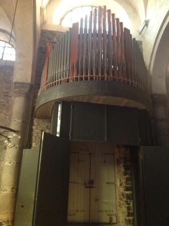 ヴェルナッツァのシンボル的教会へ_a0136671_03232056.jpg