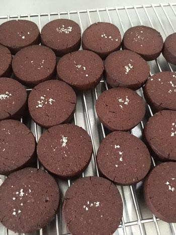 イチジクのパウンドケーキ、あくの強いチョコレートと塩味のクッキーなど焼き菓子詰め合わせ_d0329740_2355964.jpg