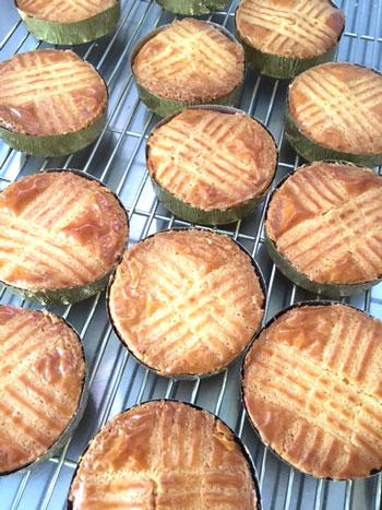 イチジクのパウンドケーキ、あくの強いチョコレートと塩味のクッキーなど焼き菓子詰め合わせ_d0329740_2361253.jpg
