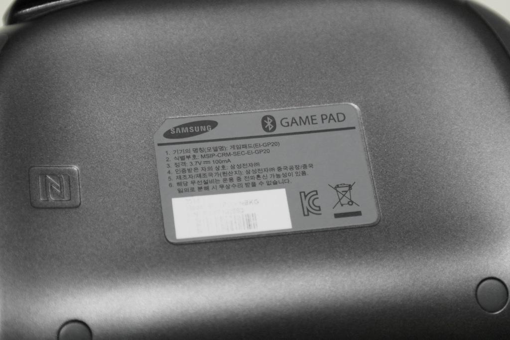 【レビュー】SAMSUNG Wireless GamePad EI-GP20_c0004568_21180905.jpg