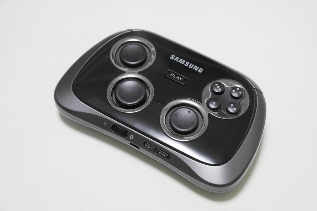 【レビュー】SAMSUNG Wireless GamePad EI-GP20_c0004568_21180912.jpg