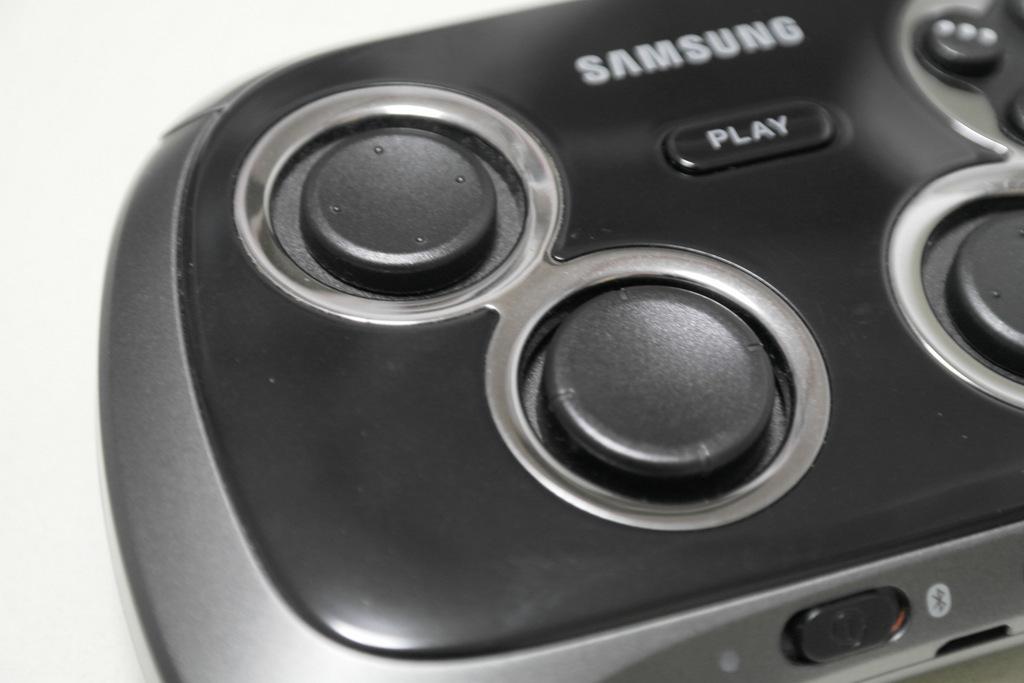 【レビュー】SAMSUNG Wireless GamePad EI-GP20_c0004568_21181065.jpg