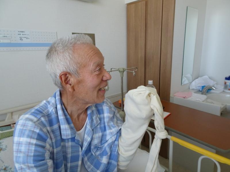 佐野記念病院に有志がお見舞い_c0108460_18040263.jpg