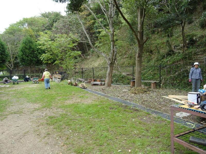 急斜面の笹刈り・・・うみべの森_c0108460_20334229.jpg