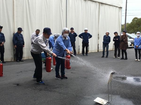 甲南工場の定期消防訓練_b0100062_14165939.jpg