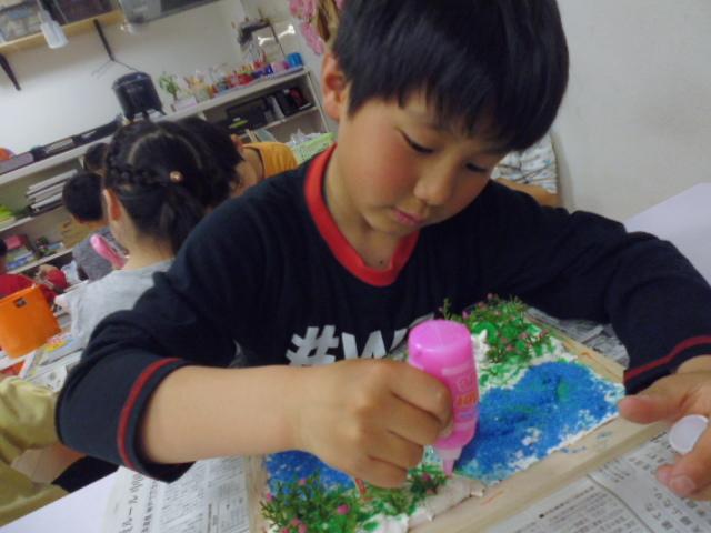 【工作教室】低学年『マグネット紙粘土』 中高学年『ジオラマ』制作_f0225094_23551941.jpg