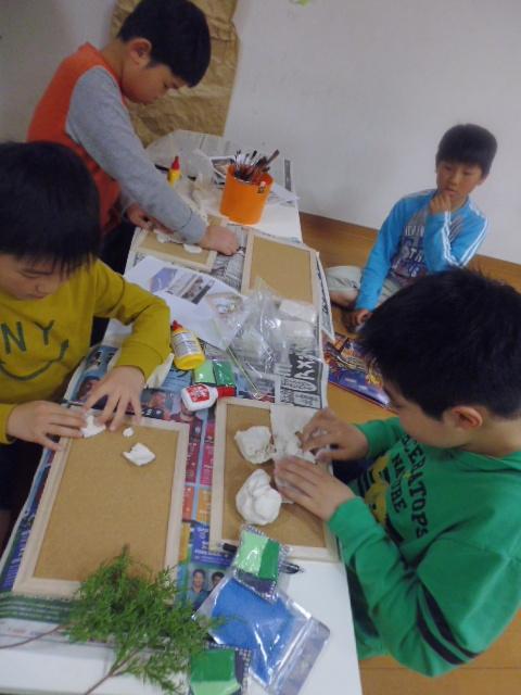 【工作教室】低学年『マグネット紙粘土』 中高学年『ジオラマ』制作_f0225094_23554761.jpg