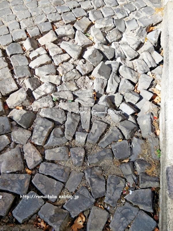 """""""足元の注意♪地元ローマのひとたちが、さり気に注意してること ~ ベンチヴェンガKasumi♪ROMAの ローマまめ知識♪ ~ - ROMA  - PhotoBlog"""
