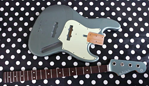 「Guitar × 4種とBass × 2種」の塗装が完了しました!_e0053731_17454920.jpg