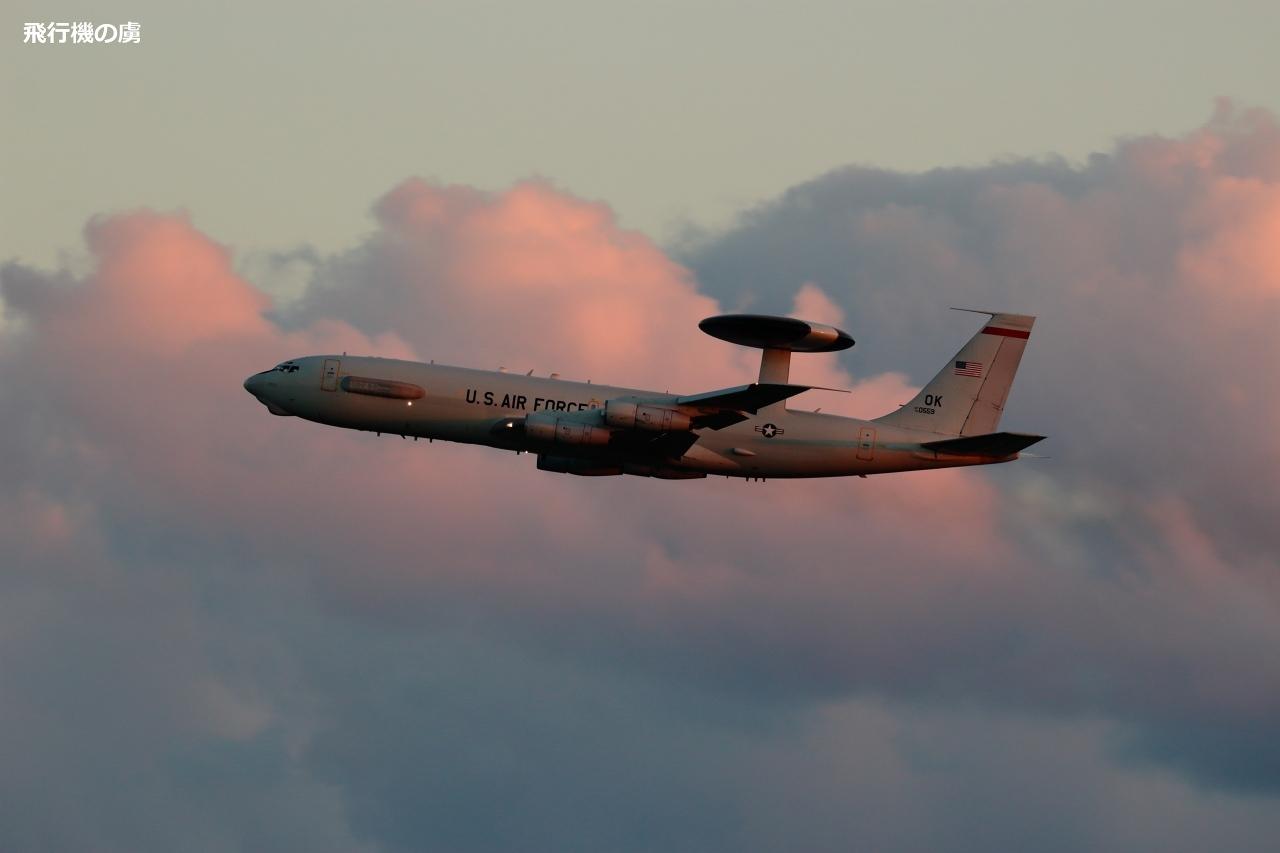 染まる雲を意識して  E-3 Sentry  アメリカ空軍_b0313338_20460356.jpg