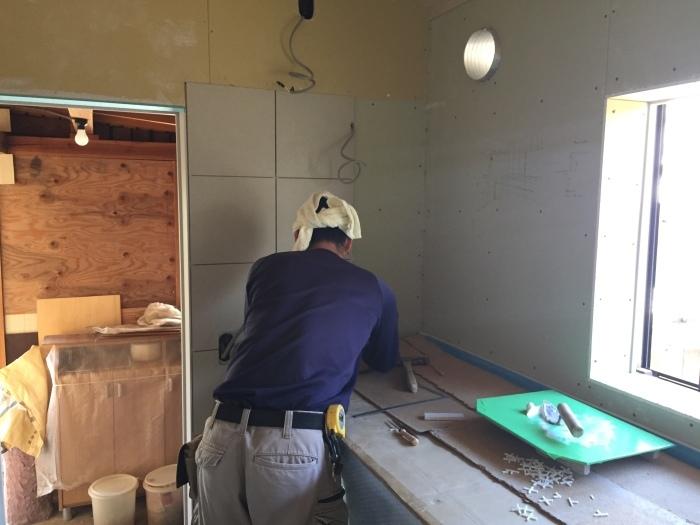 桜堂の家改修工事、タイル張りと砂漆喰塗り_d0332870_21400281.jpg