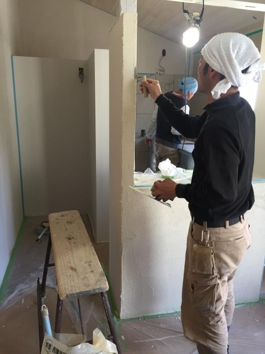 桜堂の家改修工事、タイル張りと砂漆喰塗り_d0332870_21413337.jpg