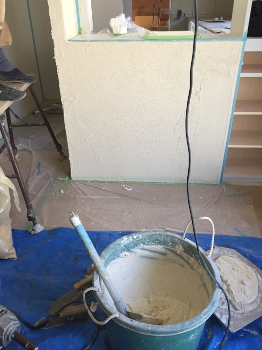 桜堂の家改修工事、タイル張りと砂漆喰塗り_d0332870_21414281.jpg