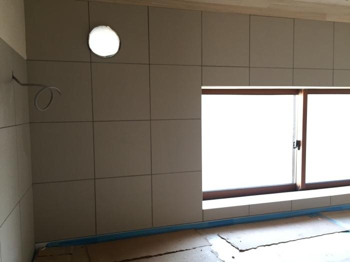 桜堂の家改修工事、タイル張りと砂漆喰塗り_d0332870_21420800.jpg