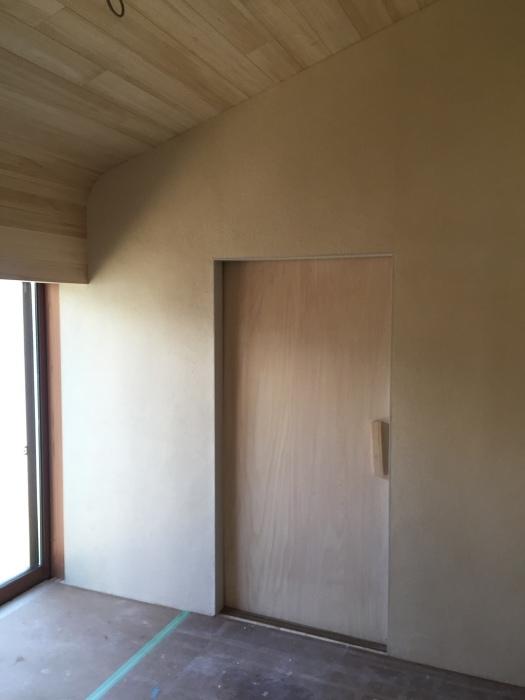 桜堂の家改修工事、タイル張りと砂漆喰塗り_d0332870_21421920.jpg