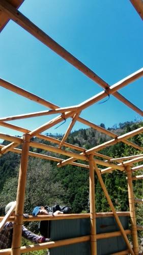 理想の森の新しい小屋(作業2日目)_e0032609_16544199.jpg