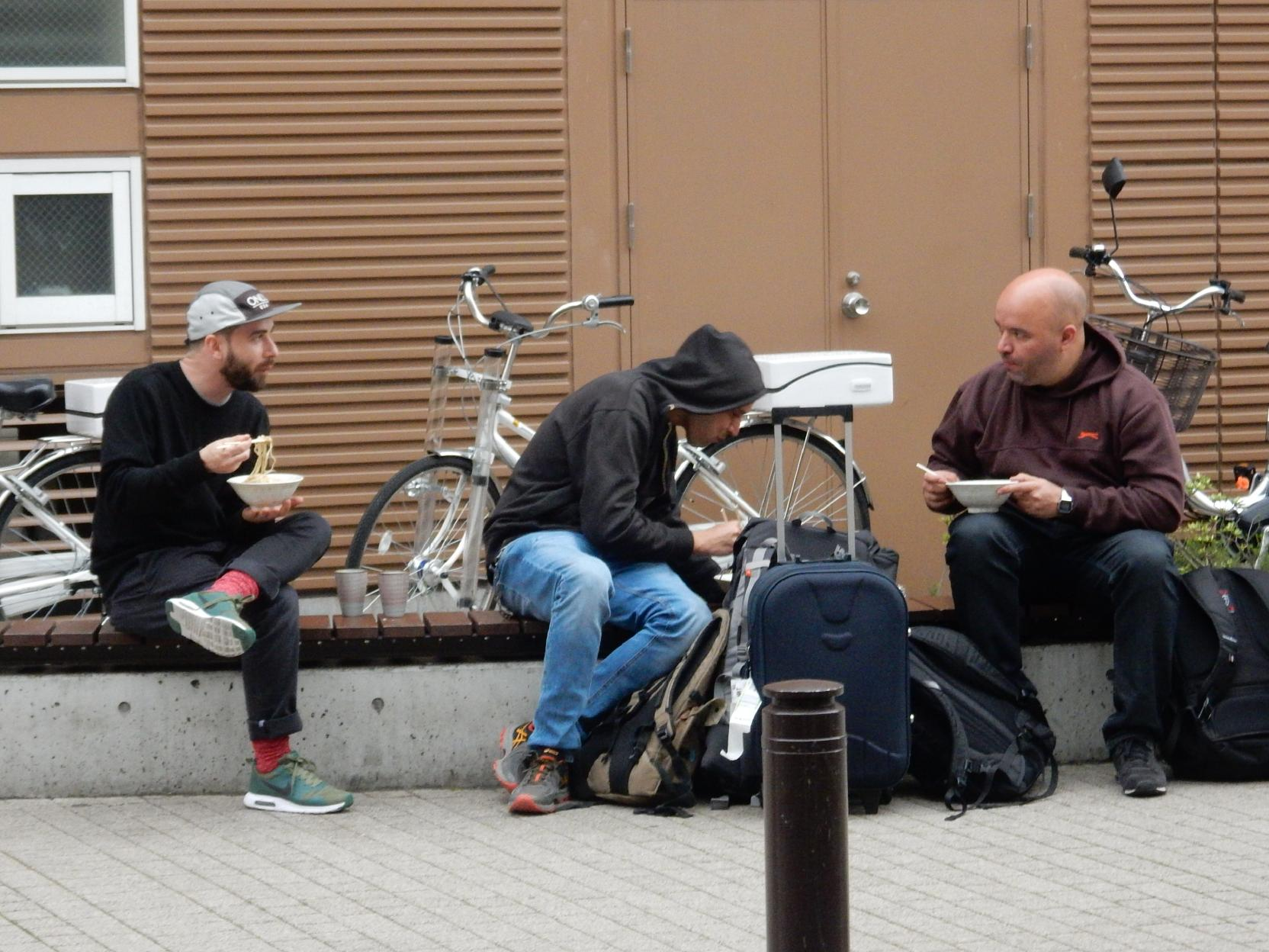 立ち食いうどん屋の外国人旅行者と豊島区椎名町のインバウンドの話_b0235153_1174517.jpg